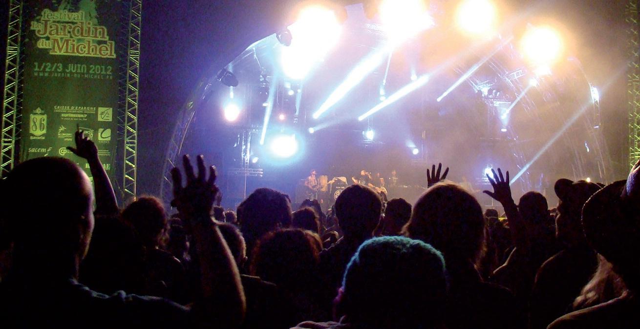 Les festivals d'été ont rapporté 12 millions d'euros en droits d'auteur en 2011, mais la Sacem n'est pas la seule gagnante. Ils sont également une manne financière pour les organisateurs et les territoires qui les hébergent