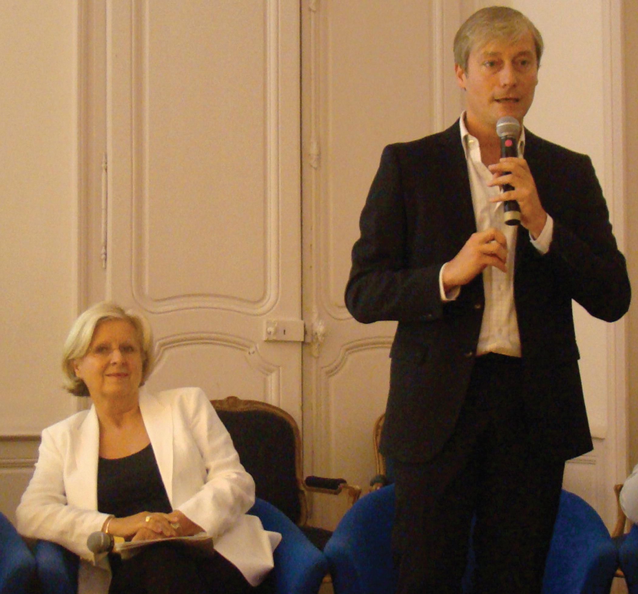 Lundi dernier, Françoise Rossinot et Laurent Hénart ont présenté le sommaire du 34ème Livre sur la Place, une manifestation qui ne cesse de prendre de l'ampleur.