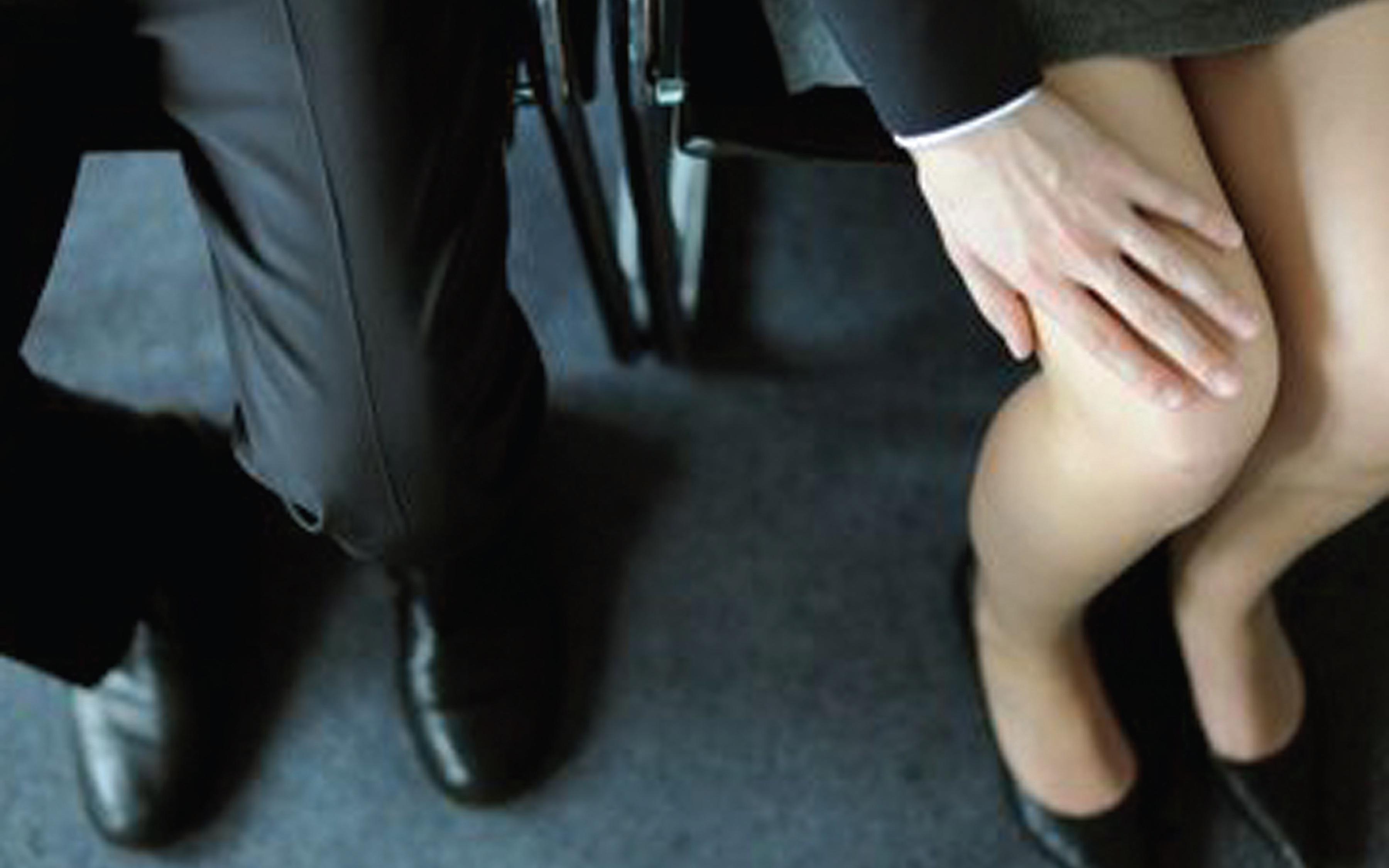 La nouvelle définition du harcèlement sexuel, adoptée le 6 août dernier, précise le délit et renforce la prévention et l'information dans les entreprises.
