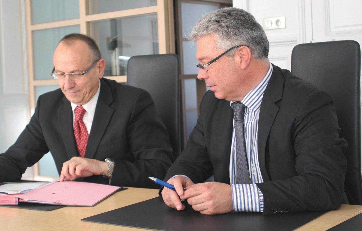 Jean Niel, le directeur régional de Pôle Emploi Lorraine (à gauche), et François Petitjean, le président de l'Ordre des expertscomptables de Lorraine, viennent de signer une convention de coopération lundi dernier.