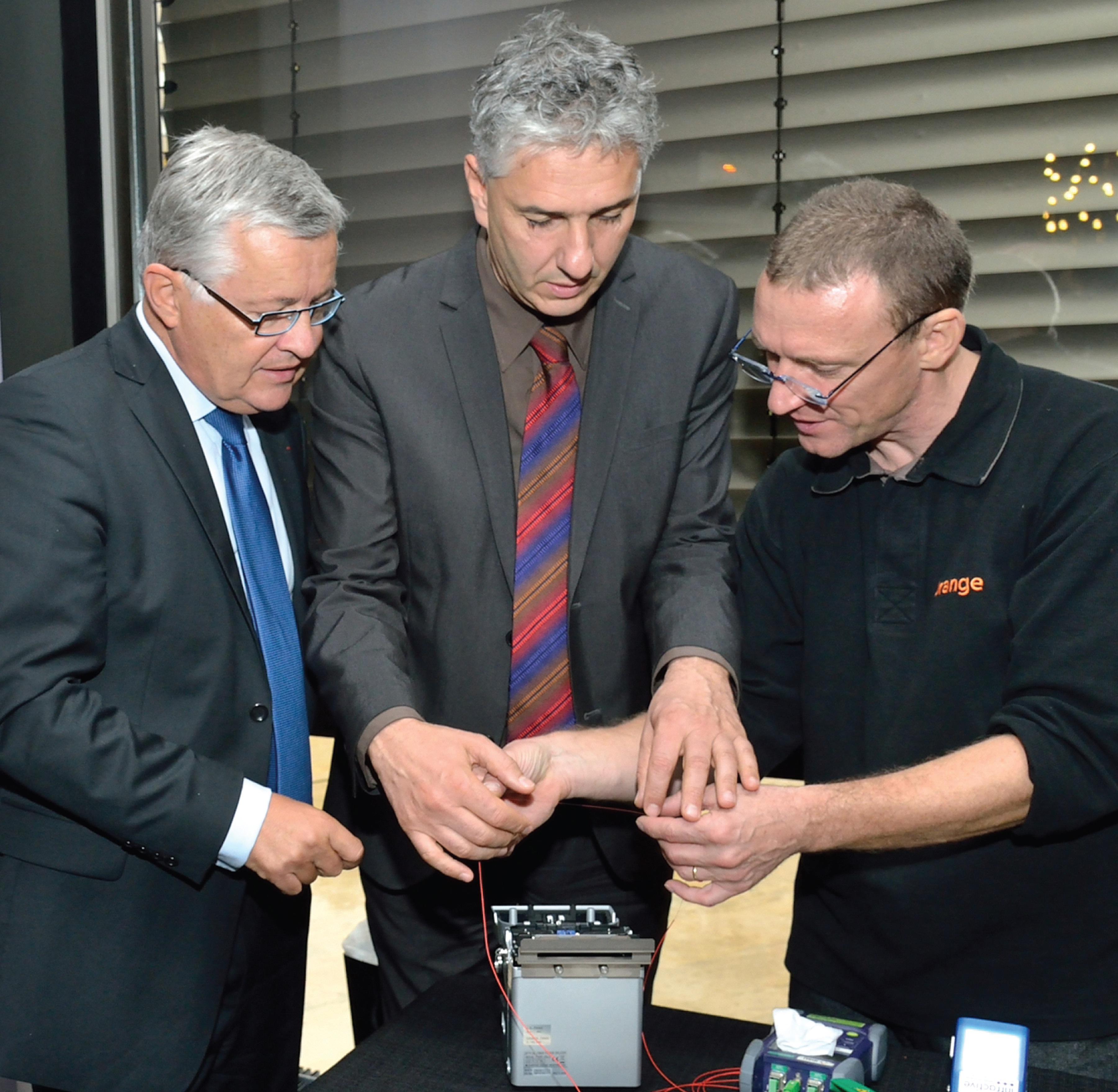 Le 26 septembre dernier Bruno Janet, directeur des relations avec les collectivités locales d'Orange et Stéphane Hablot, le maire de Vandoeuvre, ont annoncé l'arrivée de la fibre optique à Vandoeuvre.