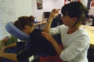 Avec Relaxibulle, Maud Canonica propose aux entreprises des massages, afin de retrouver l'harmonie.