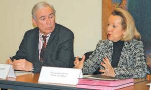Isabelle Dilhac, la préfète de la Meuse et Jean-François Grobot, le président de la Fédération des entreprises du recyclage (Branche Est) ont signé le 23 janvier à Bar-le-Duc une convention visant à lutter contre le vol et le recel de métaux.