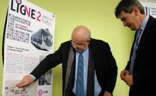 André Rossinot a présenté le tracé de la Ligne 2 à Philippe de Fontaine Vive, vice-président de la BEI avant la signature du prêt de 55 millions d'euros.