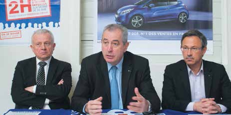 Patrick Bailly (au centre), le président du CNPA a lancé l'opération «On se bouge avec le CNPA» à la concession Peugeot du groupe Bailly à Pont-à-Mousson.