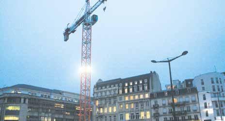 La Place Thiers continue sa mue en face de la gare. Livraison annoncée de ce nouveau plateau tout plat à la fin de l'année 2015.