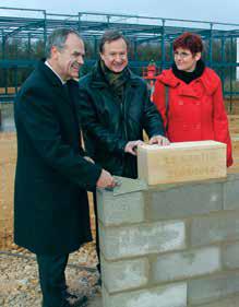Henri Begorre, maire de Maxéville, Claude Entemeyer, directeur de la délégation régionale d'EDF, et Nathalie Cable-Marin représentant la délégation immoblière d'EDF en Lorraine.