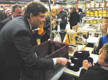 Arnaud Montebourg, le ministre du Redressement productif, est venu vanter les mérites du «Made in France» à l'occasion de sa visite dans les Vosges à la fin du mois de février.