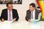 Pascal Pinelli, président de la Capeb 54 et le préfet Raphaël Bartolt viennent de signer la charte partenariale liée au plan de rénovation énergétique.