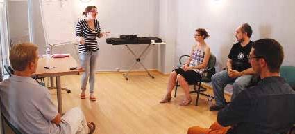 S'échauffer la voix, adopter la bonne posture, faire rire pour captiver l'auditoire… Adepte du théâtre, Stéphanie Bourgeois utilise ses propres «trucs» avant de les enseigner.