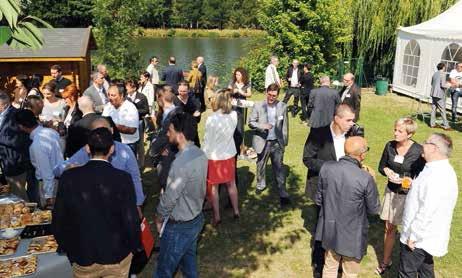 Croissants et escargots aux raisins étaient de mise lors du premier petit-déjeuner du groupe, sur le site d'Aquasports près de Metz.