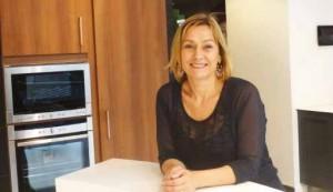 «Je conçois mon activité comme chaleureuse et innovante.», indique Amandine Gasparetti, agenceur décorateur.
