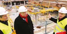 Laurent Hénart, maire de Nancy, André Rossinot, le président du Grand Nancy et Jean-Marie Duthilleul, l'architecte de Nancy Grand Cœur en visite sur le chantier de la place Thiers.