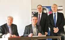 Frantz Ehrlacher (à gauche), président du Giatel et Pierre Mutzenhardt, président de l'Université de Lorraine signent l'acte fondateur du cluster Nov@Flux.