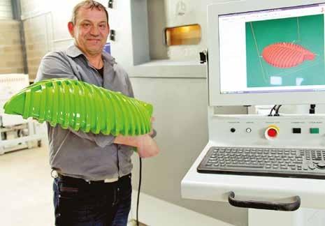 Stéphane Pariset, le fondateur de Créative Industrie avec un des produits développés pour son autre société d'éclairage public Rent Light.
