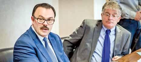 Dominique Wein (premier plan) et Thierry Cahn, respectivement directeur régional et président du conseil d'administration de la BPALC.