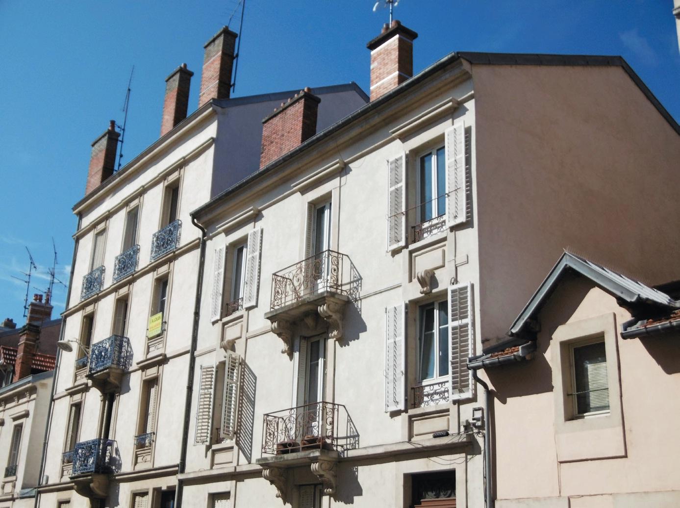 En Lorraine, 60 % des résidants sont propriétaires. La région compte 3 % de résidences secondaires.
