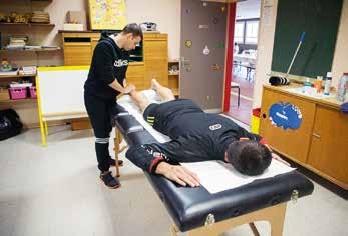 Après l'effort, le repos des guerriers grâce aux masseurs présents sur l'événement.