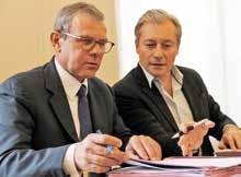 Signature du protocole d'accord entre Didier Ferré et Laurent Hénart.