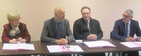 Dominique Potier (deuxième en partant de la gauche), président du Pays Terres de Lorraine a signé avec les représentants des artisans et PME du bâtiment une charte d'engagement pour la rénovation énergétique.